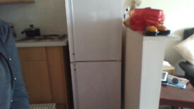 I want to sell a refrigerator and freezer that works perfectly. High are 1.40m / 0.65 / 0.55