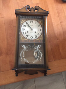 Horloge grand-père antique encore fonctionnel