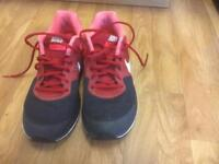 Nike Pegasus trainers UK size 9
