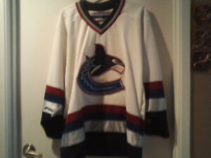 Canucks' jersey, Adult M: Orca, White, navy and maroon