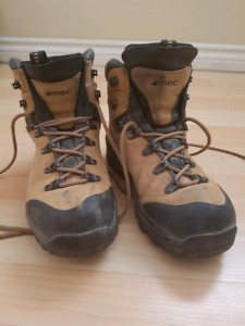 Hiking Boots (7.5)