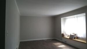 5 BEDROOM STUDENT HOUSE  * NEWLY RENOVATED * 1 MINUTE  WALK