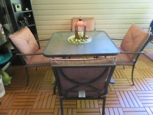 Patio table and 4 padded chairs in excellent condition