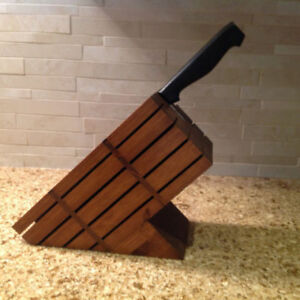 Wooden Knife Block - Organize all your knives in one place