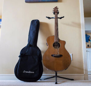 Breedlove Pursuit Concert Natural W/ USB Pick up, Gig Bag & Box