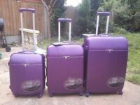 *BRAND NEW* SNOWBALL SUITCASE SET OF 3