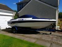 Four winns horizon 180 bowrider speedboat 2007 model.