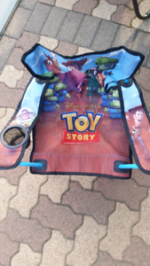 SMALL KIDS FOLDING CHAIR. $10