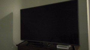 48in LED LG - Hardly used, ex con.