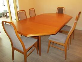 FARSTRUP EXTENDING DINING TABLE AND 6 CHAIRS