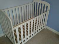 White wooden cot in very good condition