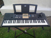 Yamaha YPT-220 Electric Keyboard plus Stand