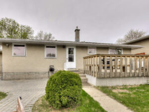Great bungalow with a great backyard!
