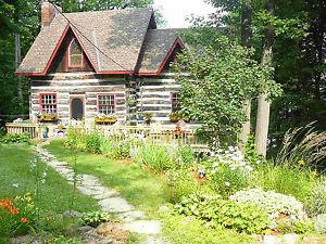 Lakefront log home near Kingston