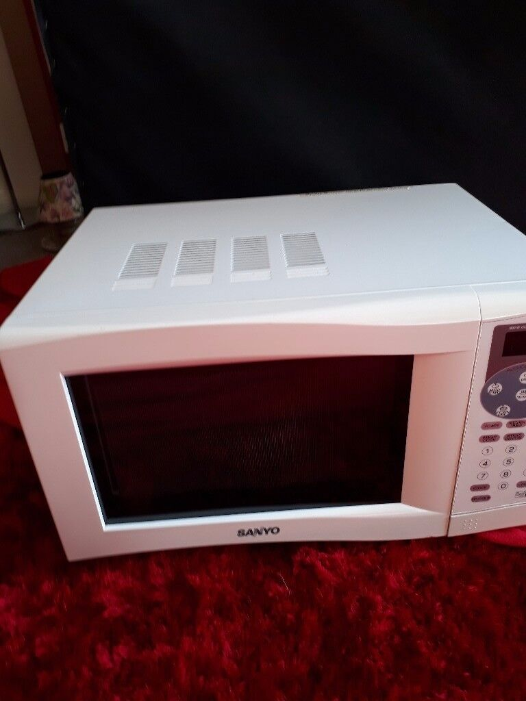 ((FOR SALE)) DIGITAL (900 WATTS) MICROWAVE OVEN