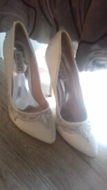 Badgley Mischka size 5 bridal heels