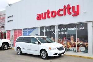 2016 Chrysler Town & Country Touring-L/7 passenger/minivan