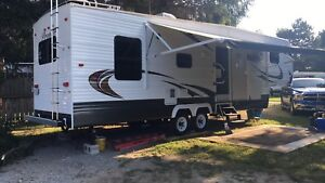 2015 onebedroom FifthWheel !PRICED TO SELL!!