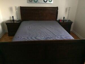 Set de chambre a coucher Queen en bois style Louis-Philippe