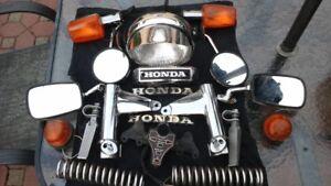 Plusieurs pièces pour moto antique.