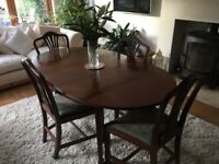 Oak extending Dinning table , 4 x chairs , 1 x carver