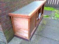 rabbit or guinea pig hutch newish 45 pound text only pls