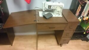 Singer Special Zig-Zag Model 478 Sewing Machine and Table