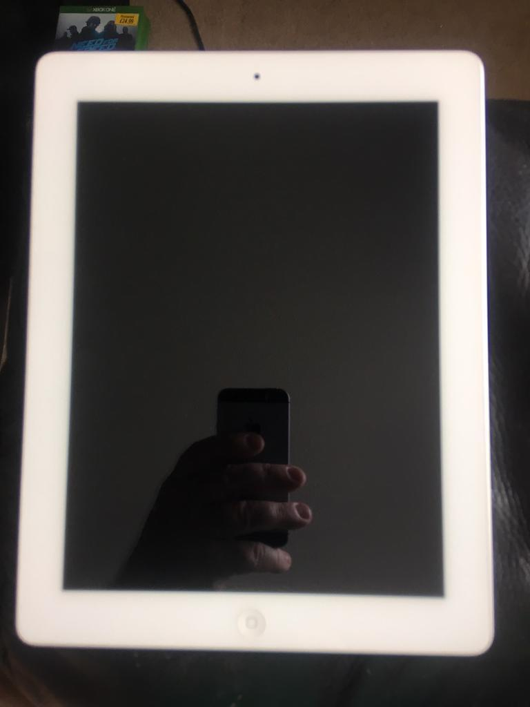 iPad 4 Retina displayin Paisley, RenfrewshireGumtree - iPad 4 Retina display 16gbWhite Charger Works as it should. No box. After you try it out Ill remove iCloud and factory reset it. Swap ps4 Sell no offers