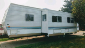 32ft 2003 prowler Fleetwood travel trailer