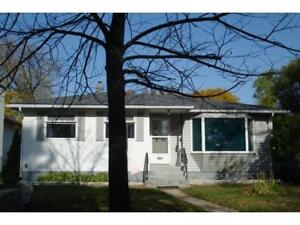Beautiful House Close To U of M- BEST LOCATION (Off Pembina Hwy)