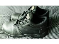Men's steel capped safety shoes