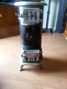 ANTIQUE GUELPH STOVE CO. WOOD BURNING STOVE 1900's SMALL SIZE