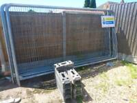 8 Heras fence panels with bases and clips