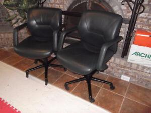 2 fauteuils en cuir Keilhauer livraison gratuite possible
