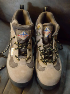 Ladies brand new size 8 steel toe work boots