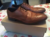 Men's Clarks Tan Leather Shoes Size 7- Worn Once