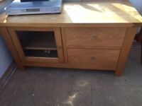 SOLID OAK TV/HI-FI CABINET WITH DISPLAY AREA & 2 DRAWERS FOR STORAGE