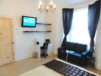 ♦ Superb Kingsize Room + Sofa + TV. 12 Mins To Zone 1 and even less minutes to Liverpool Street! ♦
