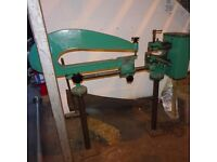 FROST HAND OPERATED CIRCLE CUTTING MACHINE