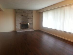 NEWMARKET: YONGE/DAVIS -VERY SPACIOUS 3 BR MAIN BUNGALOW - SEPT
