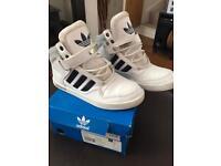 Adidas trainers size 5 unisex
