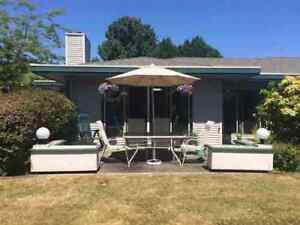 Gibsons & Area Townhouse for sale:  1 bedroom 963 sq.ft.