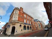 2 BED TOP FLOOR APARTMENT *TOWN CENTRE LOCATION