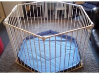 Lindam hexagonal playpen
