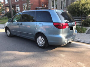 2005 Toyota Sienna CE 8 places