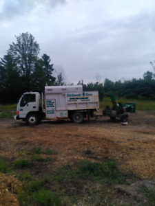 2005 GMC W5500 forestry truck / 2007 bandit 65xp wood chipper
