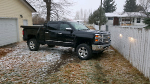 2014 chev Silverado 1500 LOW KMS