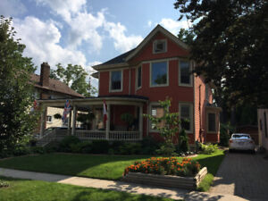 Executive Downtown Apartment in Beautiful Century Home