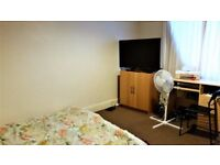 Cowley double/triple sized room avail 1st Sept for a student/professional couple