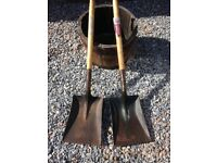 ***PAIR OF SPEAR & JACKSON SHOVELS***AS NEW***